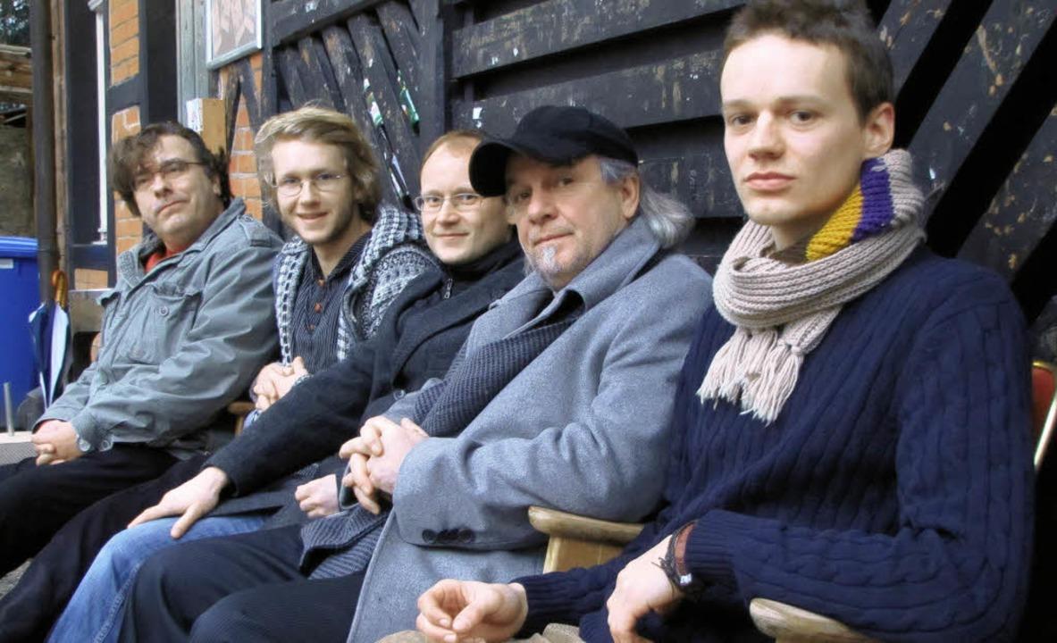 Der Gast und die Gastgeber (von links)...uart und Gregor Ginrich (Free Cinema)     Foto: Sabine Ehrentreich
