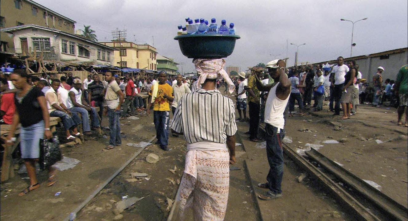 Kostbares Gut: Wasserverkäufer im Nigeria   | Foto: doclab