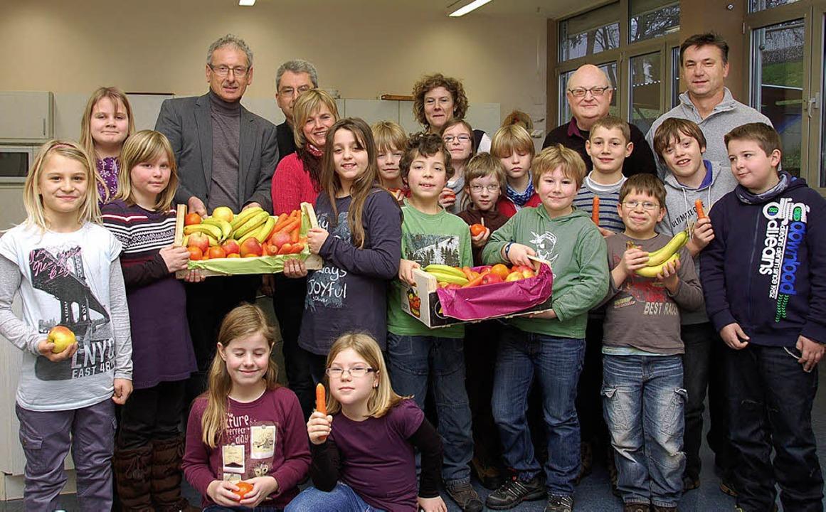 Die Klasse 4a der Reichenbacher Grunds...t frischem Obst und Gemüse beliefert.   | Foto: Wolfgang Beck