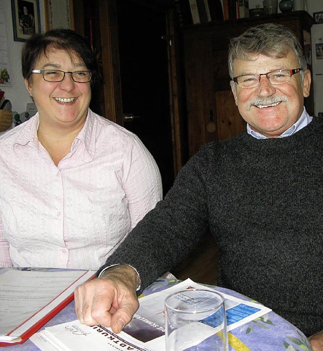Vertreten Müllheims Stadtmusik: Renate Wenzel und  Manfred Klenk   | Foto: Philipp