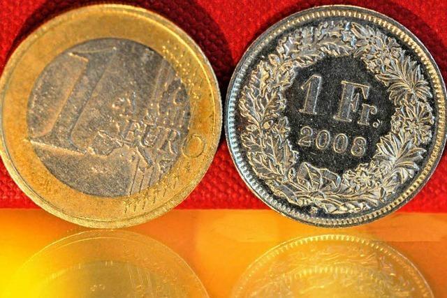 Gericht: Grenzgänger müssen wie Schweizer bezahlt werden