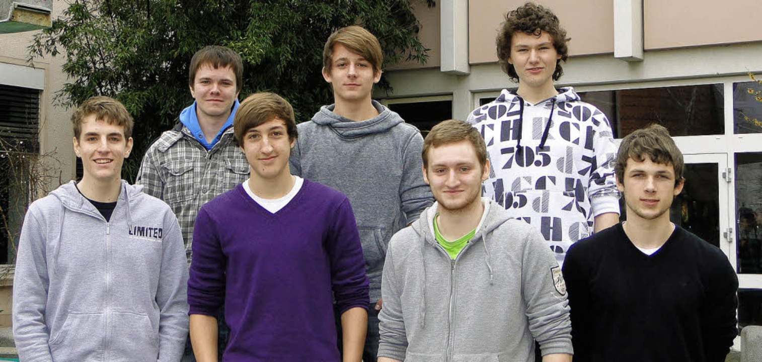 Diese sieben Oberstufenschüler des Bre...undesweiten eSport-Schulmeisterschaft.    Foto: ines süßle