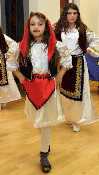 Lockerten die Feier auf: Die Kinder de...nd Folkloregruppe der Sterne Kosovas.     Foto: DAgmar Barber
