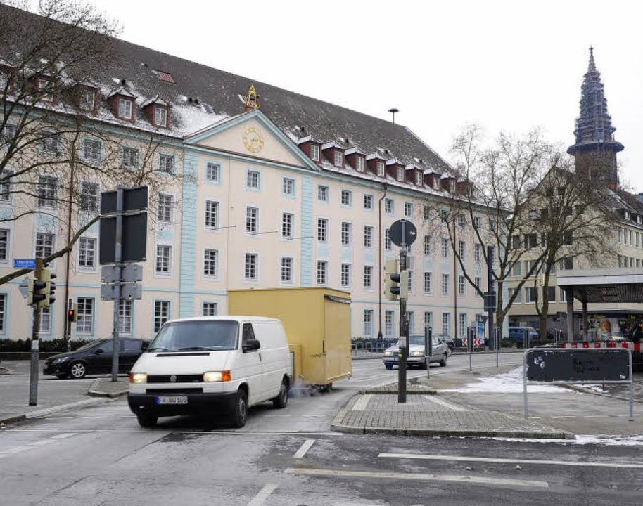 Heute ist der Platz ein Verkehrsknoten... einer Reihe städtischer Abteilungen.   | Foto: Thomas Kunz