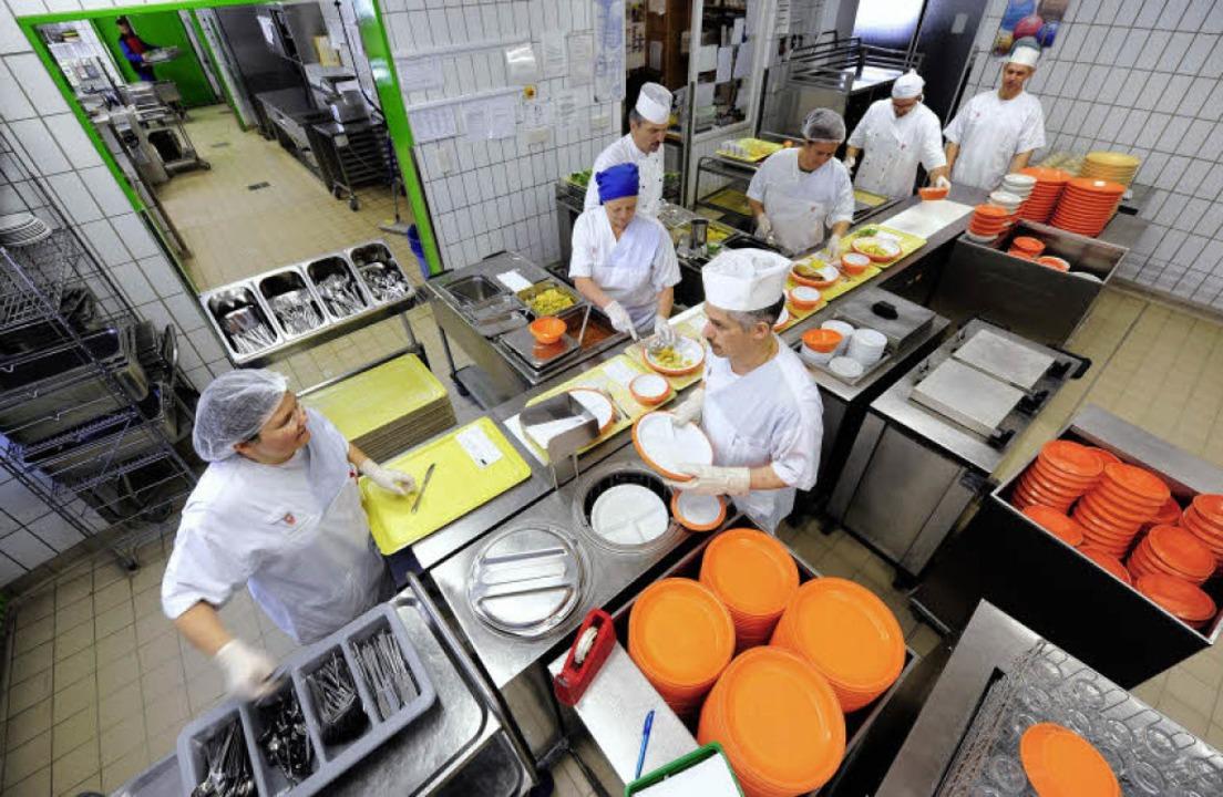 Das Küchenteam der Stiftungsverwaltung...die Räumlichkeiten aufgegeben werden.   | Foto: Ingo Schneider