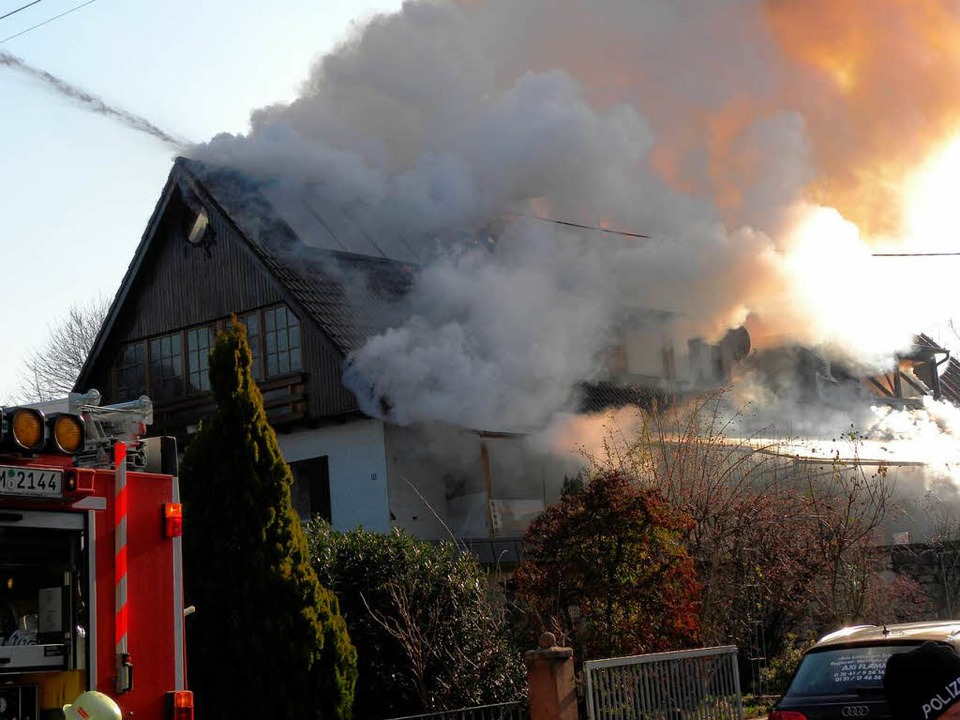 Brand in Mundingen an der Dorfstraße    Foto: Aribert Rüssel