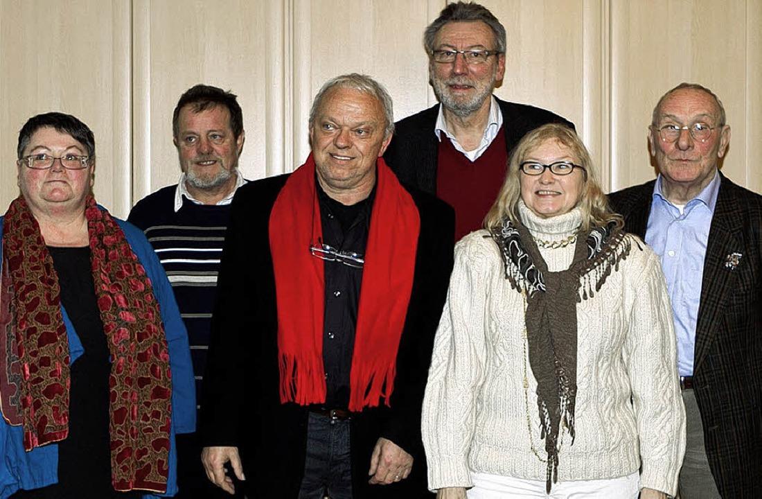 Der neue Vorstand der Arbeiterwohlfahr...orn, roter Schal) als Stellvertreter.   | Foto: Gabriele Zahn