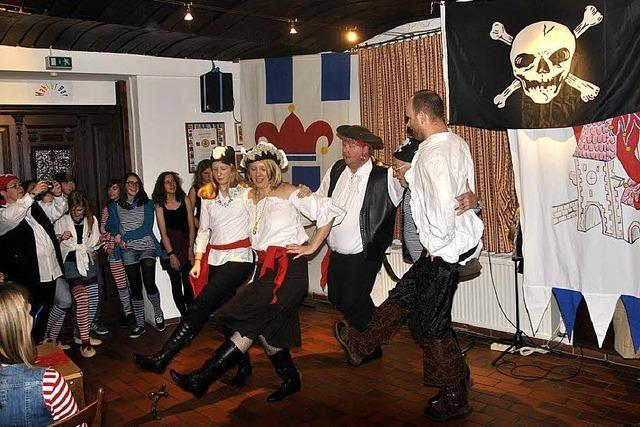 Piraten, Tänze und Tratsch