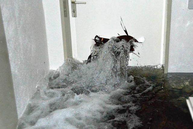 Geplatzte Wasseruhr: Untergeschoss in Bad Krozingen komplett überflutet