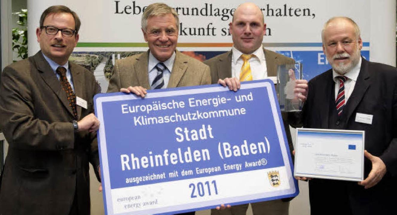 EEA-Auszeichnung  (von links):  Minist...and Dütz (Bundesgeschäftsstelle  EEA)     Foto: Martin Stollberg