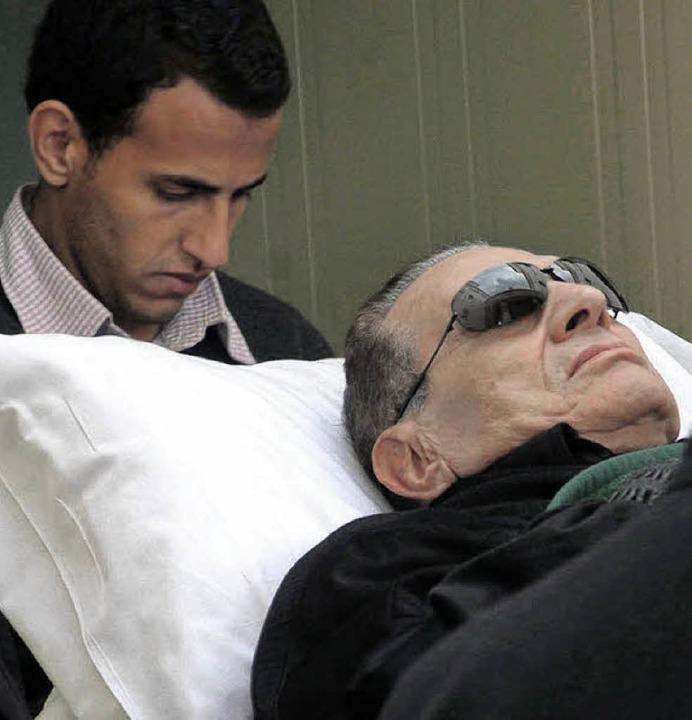 Ex-Diktator Mubarak beim Prozess  | Foto: DPA