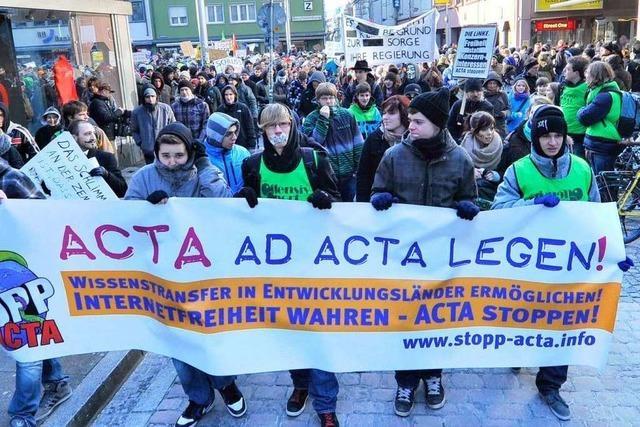 Hunderte demonstrieren in Freiburg gegen das ACTA-Abkommen