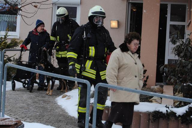 Rauch in der Seniorenanlage – Bewohner in Sicherheit gebracht