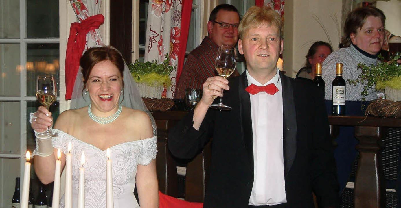Noch lachen sie: Simone Ott als Braut ...; in der Alten Stadtmühle Schopfheim.   | Foto: Roswitha Frey