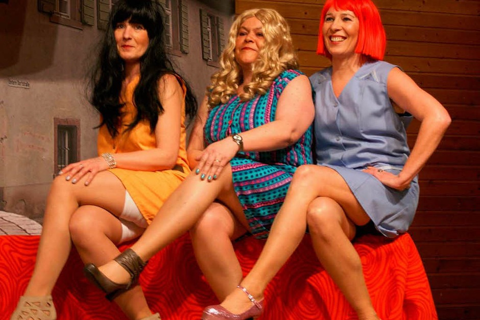 """Ausgefallene Outfits der neuesten Küchenmode präsentierten die Models von """"Wasenweilerma's Next Topfmodel"""". (Foto: Sarah-Lena Stein)"""