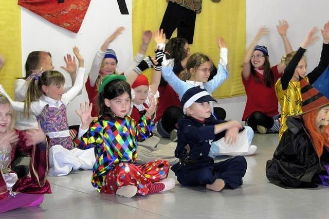 Bunte Tänze und unterhaltsame Spiele