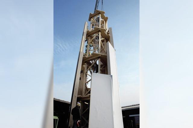 Holzturm mit Windmühle