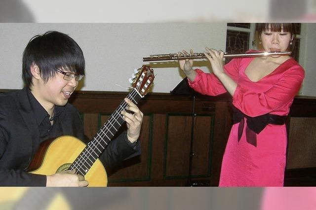 Aparte Kombination aus Gitarre und Querflöte