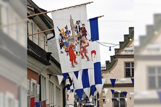 Narren erobern die Endinger Altstadt