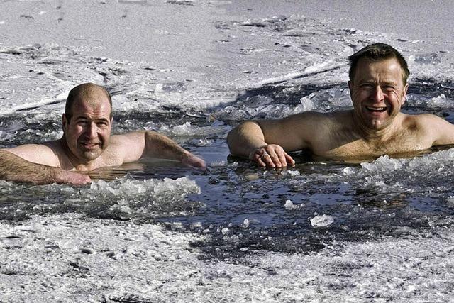 Eisbaden bei sechs Grad minus