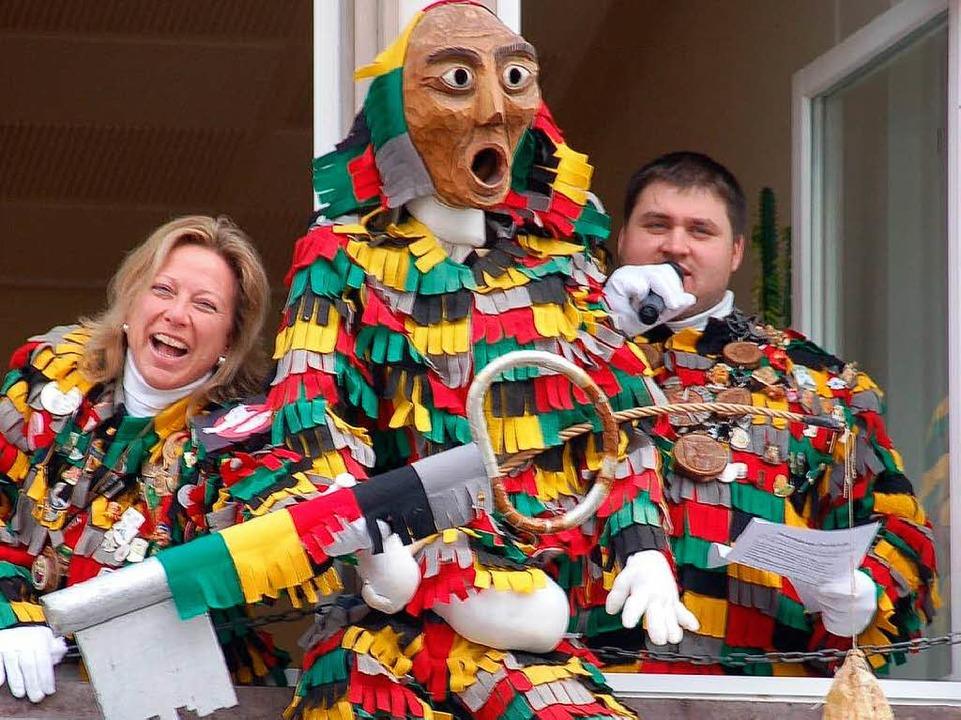 Isolde Schfäer übergibt den Rathausschlüssel an die Narren!  | Foto: Binner-Schwarz