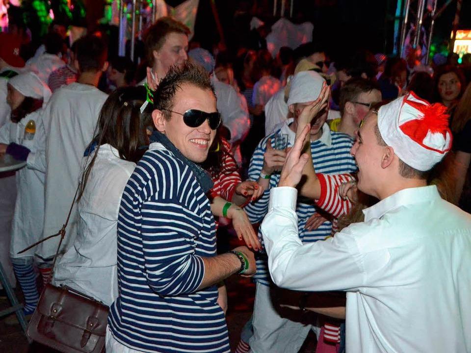 Im Zirkuszelt war dann Feiern angesagt.  | Foto: Manfred Frietsch
