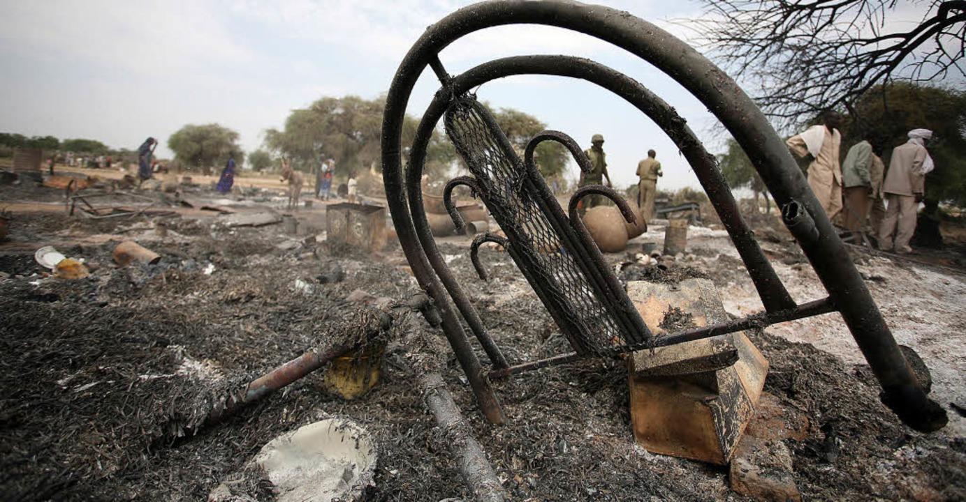 Folgen des ersten Klimakrieges: ein zerstörtes Dorf in Darfur  2007   | Foto: afp/S.-Fischer-Verlag