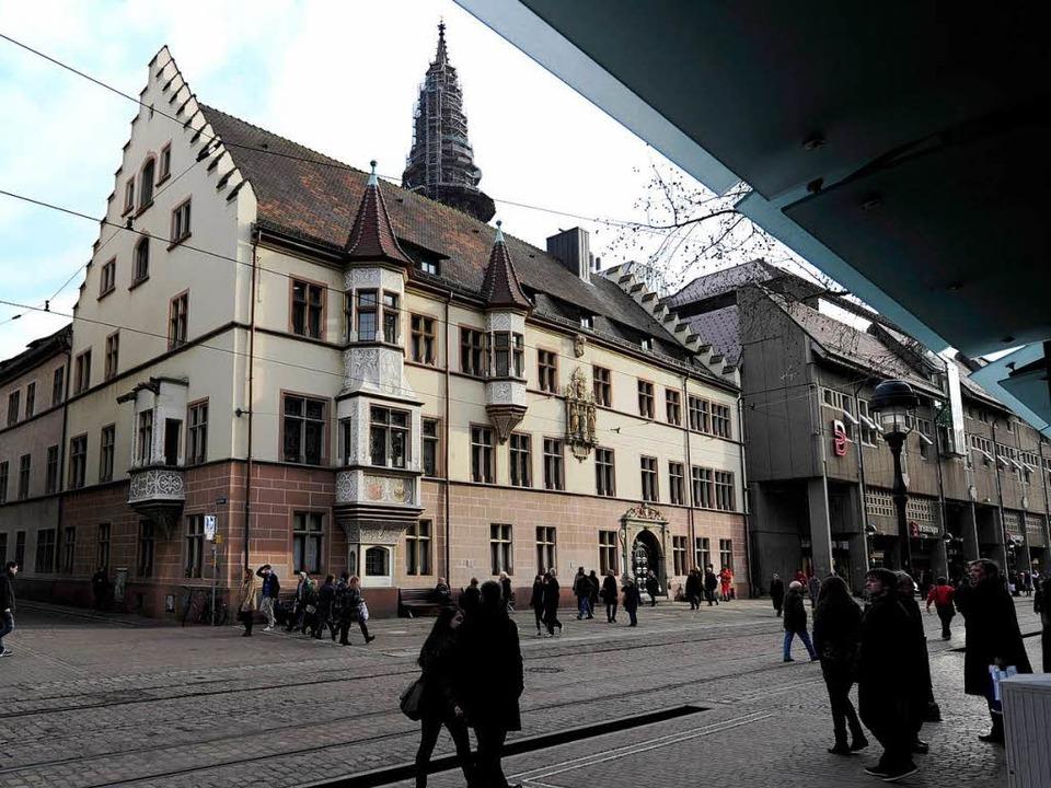 Hat im Regierungspräsidium Freiburg bald eine Frau das Sagen?  | Foto: Ingo Schneider