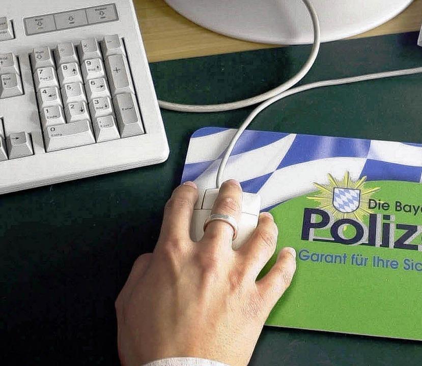 Polizist am Computer   | Foto: DAPD