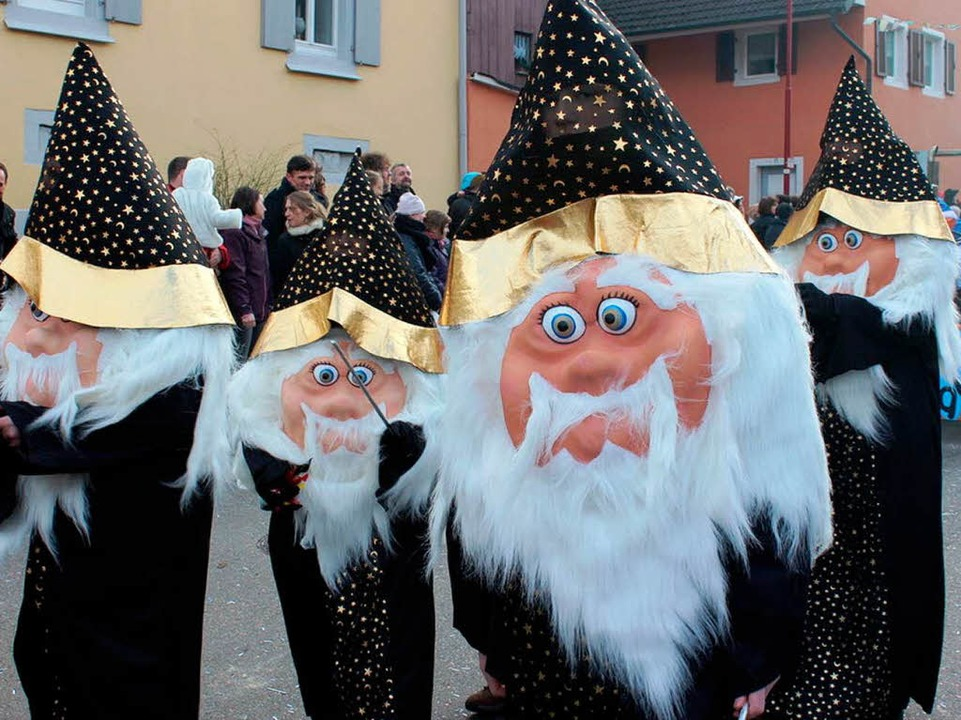 Als Zauberlehrlinge gehen diese Gottenheimer Narren.  | Foto: Picasa