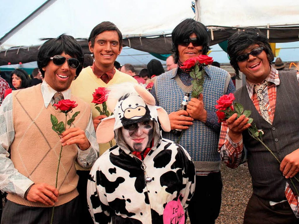 Selbst Blumenverkäufer vom indischen S...n den Weg zum Gottenheimer Narrenzelt.  | Foto: Picasa