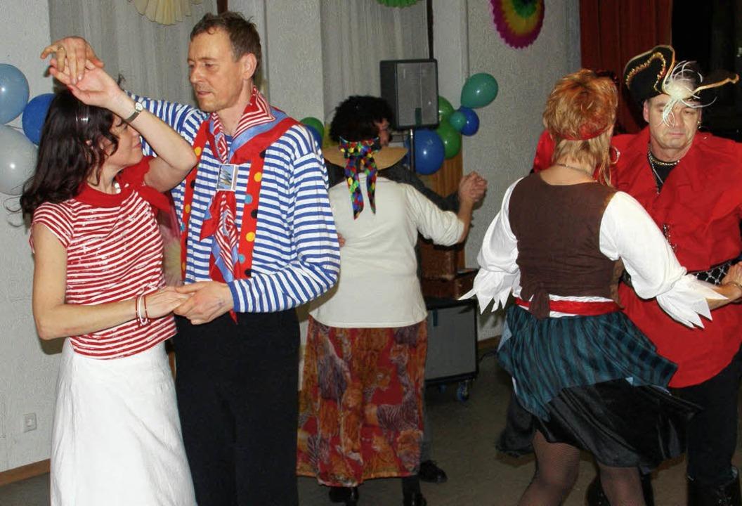Der Pfarreiball machte seinem Namen al...sten reichlich Gelegenheit zu tanzen.   | Foto: Hrvoje Miloslavic
