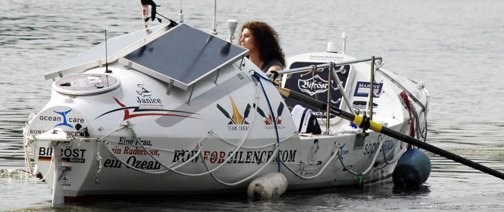 Janice Jakait in ihrem Ruderboot.   | Foto: dpa