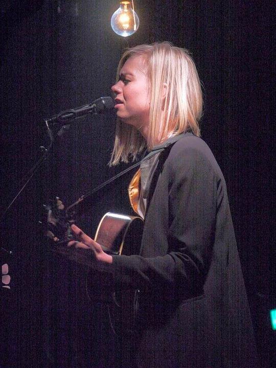Traurige Lieder im matten Licht einer ...Anna Ternheim im Jazzhaus in Freiburg.    Foto: Carolin Buchheim