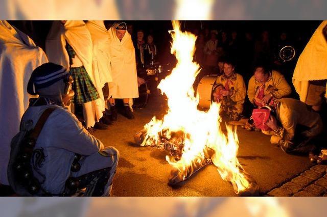 Aus, vorbei: Hansele geht in Flammen auf