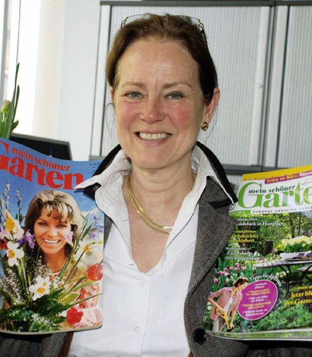 Chefredakteurin Andrea Kögel mit dem ersten (links) und dem aktuellen Heft.   | Foto: gertrude siefke