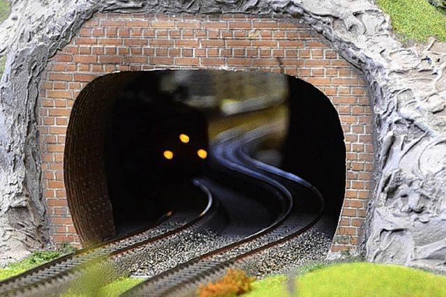 Kleine Züge, die pünktlich abfahren