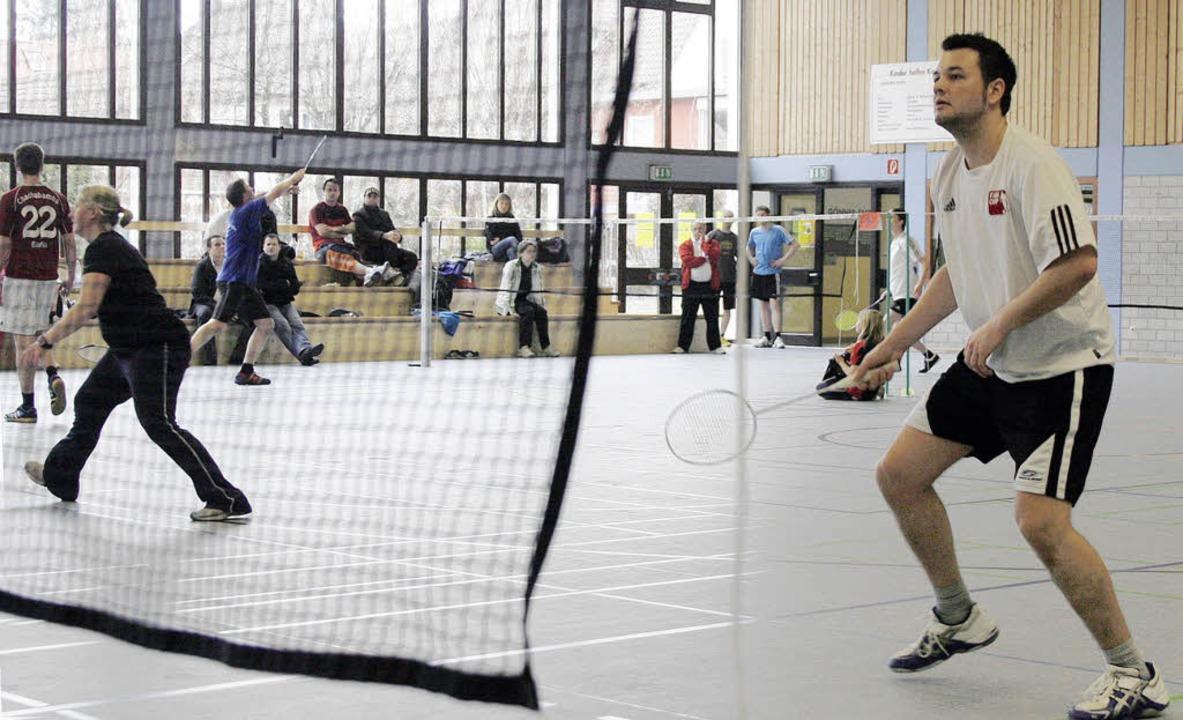 Zum Teil spannende Kämpfe bot das Schuttertäler Badmintonturnier in Seelbach.   | Foto: heidi fössel