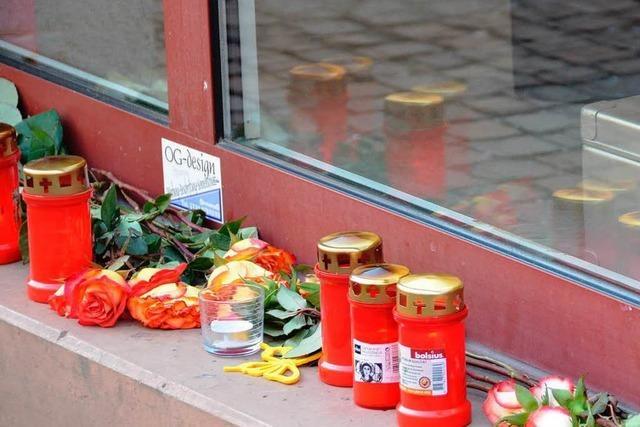Bluttat in Offenburg: Kollege unter Verdacht, Suchhunde im Einsatz