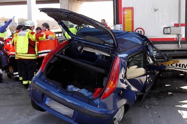 Wieder Unfall am Stauende: 62-Jähriger lebensgefährlich verletzt