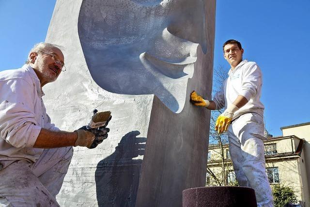Neue Farbe für Sassen-Skulptur
