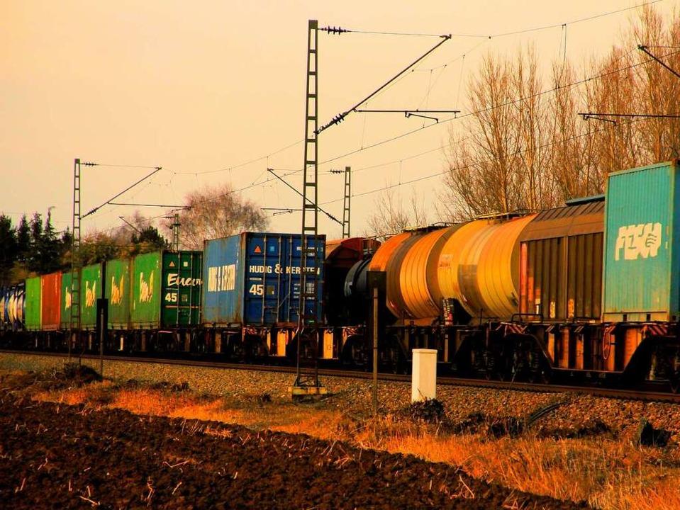 Mehr Güterverkehr auf die Schiene, das...as Ziel beim Ausbau der Rheintalbahn.   | Foto: Hans-Peter Ziesmer