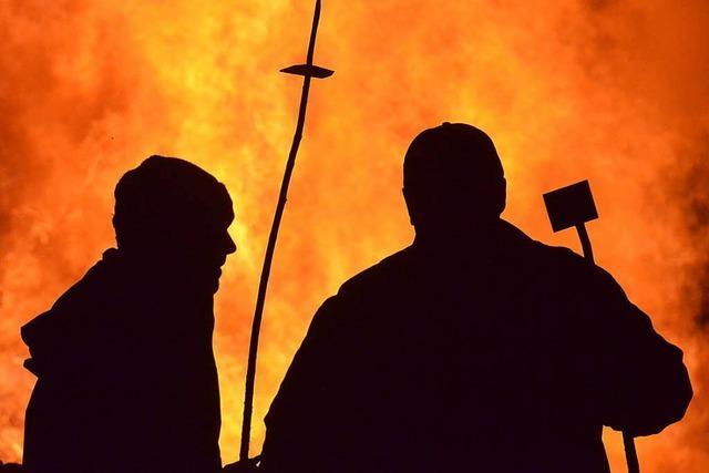 Feuerrädchen in der Nacht