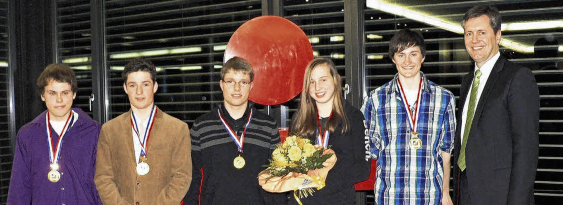 Ausgezeichnete Sportler: Sportausschus...ewitz und Fabian Kiefer (von rechts).   | Foto: HERBST