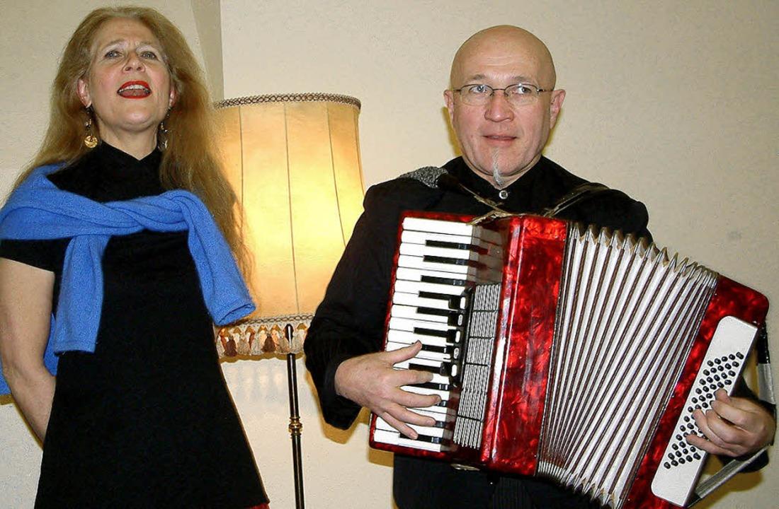 Mit Chansons brachte das elsässische L...Bühne der Mundart-Literaturwerkstatt.   | Foto: archivfoto: Roswitha Frey