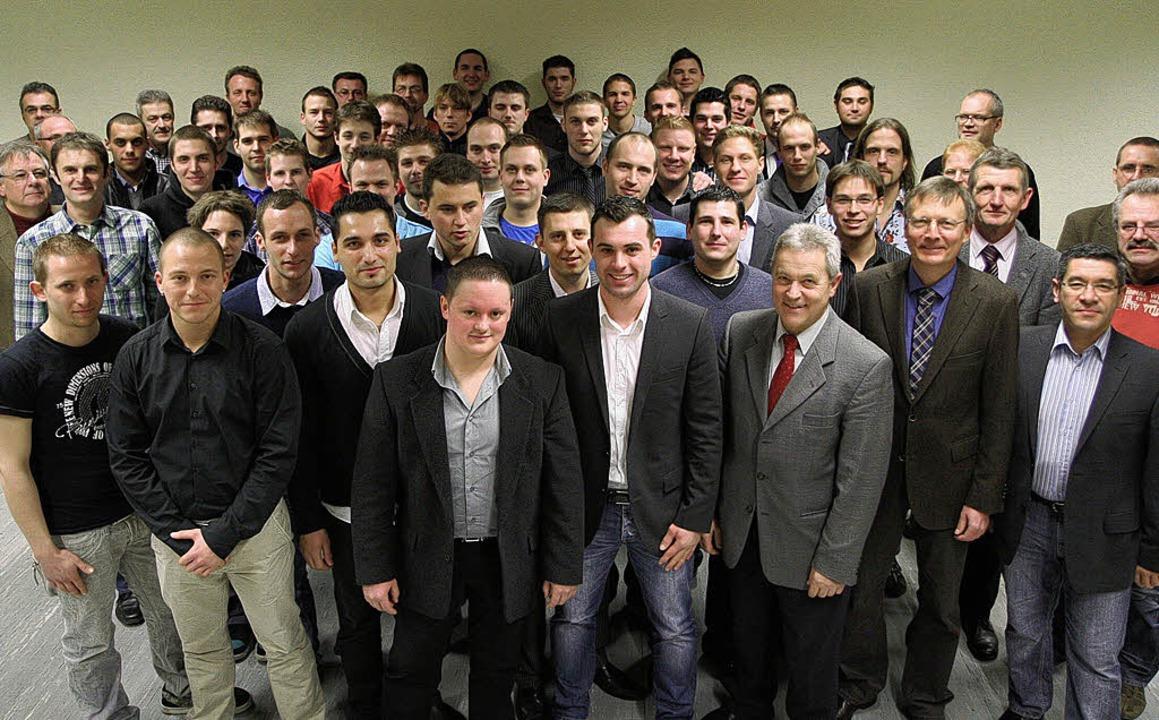 An der Breisacher Gewerbeschule haben ...ahrzeugtechnik erfolgreich absolviert.    Foto: markus dold
