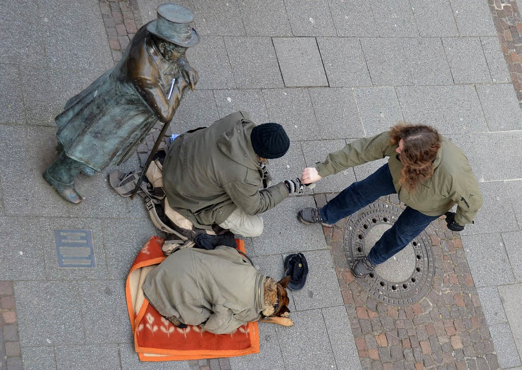 Bettler bei der  Andres-Figur  in der ...in den politischen Prozess animieren.   | Foto: Ralf burgmaier