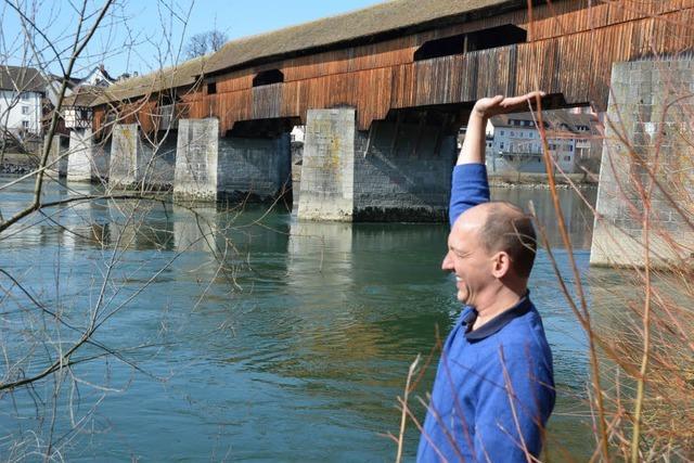 Die alte Holzbrücke muss zum TÜV