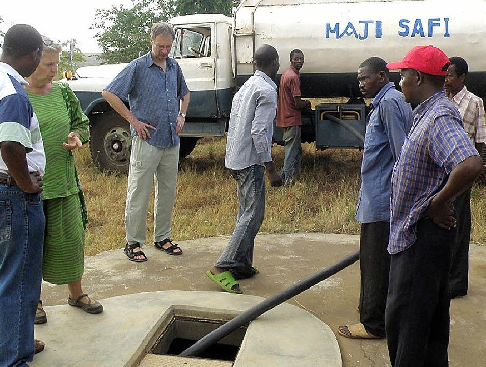 Das Wasser für den alltäglichen Gebrau...m Fluss in die Dörfer gebracht werden.    Foto: Josef Vogt