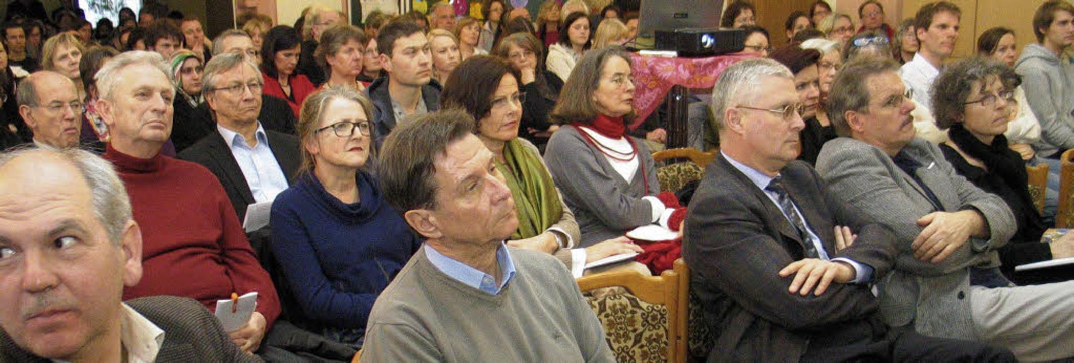 """Viele interessierte Zuhörer verfolgten...ema """"Resilienzförderung"""".     Foto: Ounas-Kräusel"""